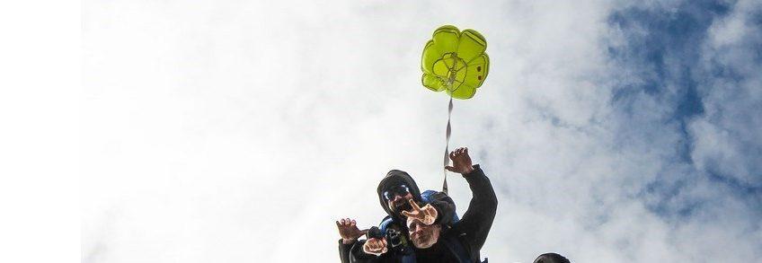 Deux sauteurs en parachute
